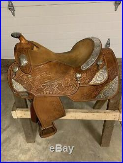 Dale Chavez 16 inch Western Show Saddle. Excellent Condition