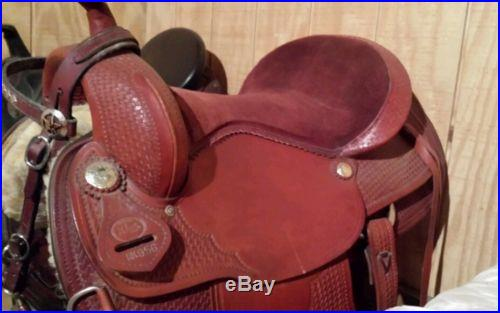 King Western saddle with bridle and breast collar. Very pretty set